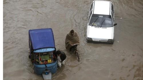 Thunderstorms lash parts of Pakistan, triggering floods