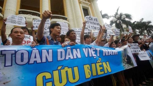 Vietnam police break up protest over fish deaths