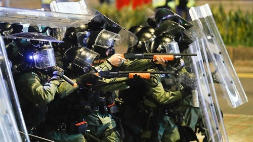Police criticised over failure to stop attacks on protesters