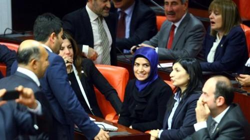 Turkey women MPs break headscarf taboo