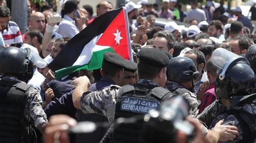 Jordan teachers vow to fight on for long-promised raises
