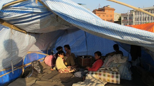Powerful second quake rocks Nepal
