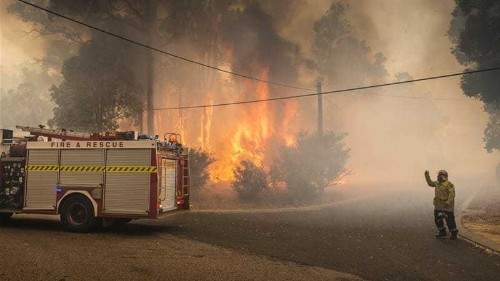 Wildfire destroys homes in west Australia