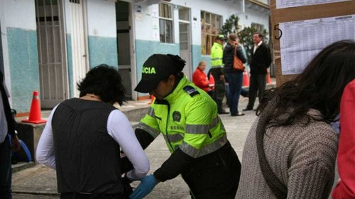 Polls close in tight Colombia election