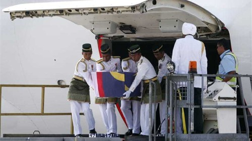 Malaysia receives bodies of MH17 passengers