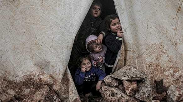 'Breaking point': Babies freezing to death amid Idlib push