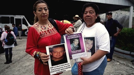 Mexico drug war: Victims' families look for relatives' bodies