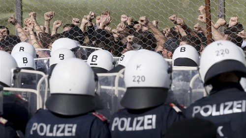 Slovenia to extend border fence to prevent refugee crossings