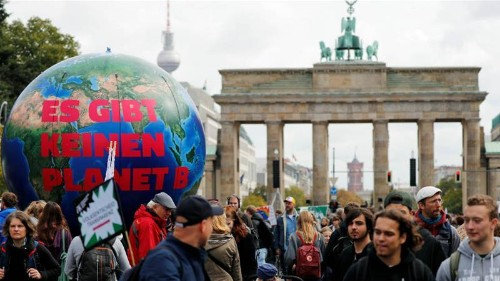 Merkel to deliver Germany's climate plan amid protests