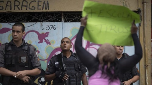 Brazil: Rio favela residents rally after 8-year-old shot dead