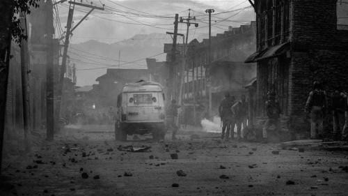 In Pictures: Night raids, arrests amid Kashmir lockdown