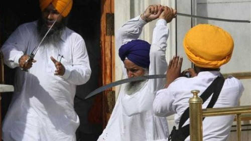 Sikhs clash at Golden Temple in Amritsar