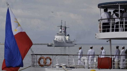 Philippines seeks US ships to counter China