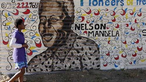Tutu urges Mandela family to honour his name
