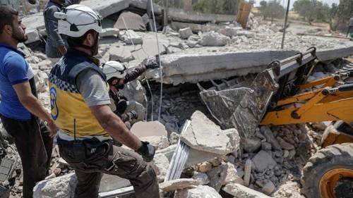 Air raids on Syria's Idlib kill family of seven, say activists