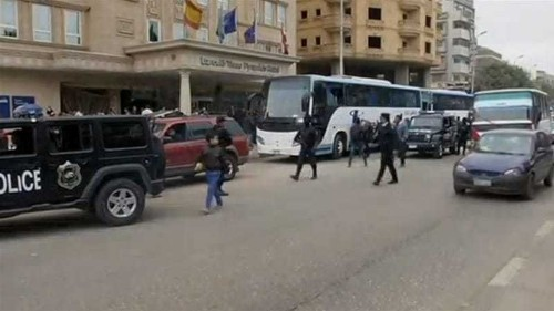 Gunmen open fire on tourist bus outside Cairo hotel