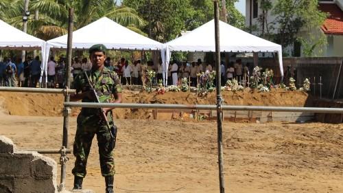 Mass funerals mark Sri Lanka's day of mourning