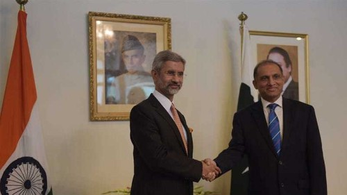 India foreign secretary in Pakistan in bid to mend ties
