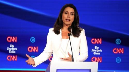 US Democratic hopeful criticises Clinton over Russia remarks