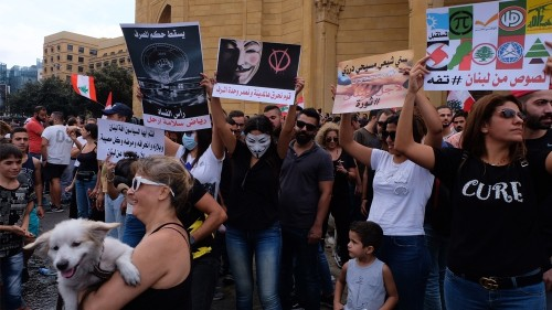 Amid protests, Lebanon's Hariri sets deadline to resolve crisis