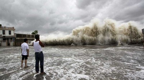 Scores missing as boats sink in China typhoon