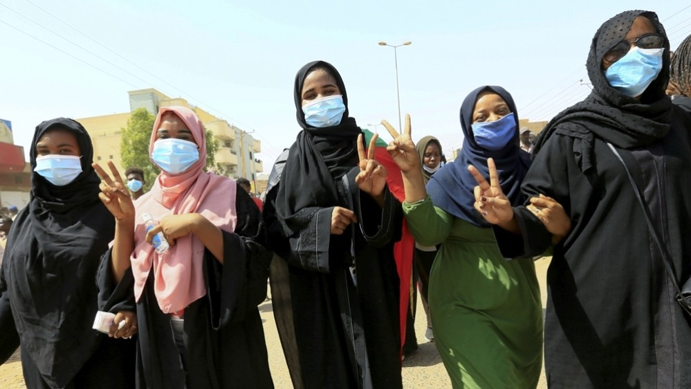 In Pictures: Thousands of Sudanese take to the streets again