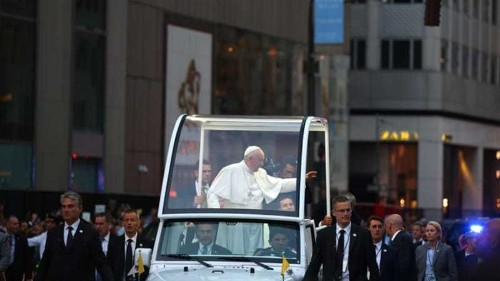 Pope conveys 'closeness' to Muslims over Hajj deaths
