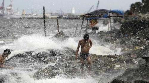 Typhoon Usagi hits Philippines and Taiwan