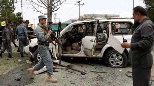 Afghan presidential candidate survives blasts