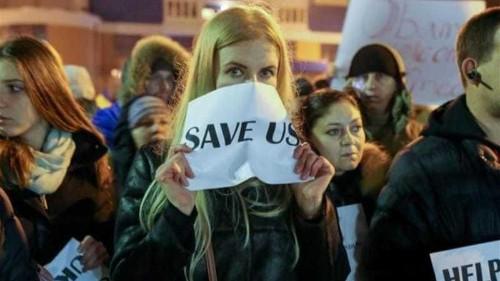 Russia risks 'massive damage' over Ukraine