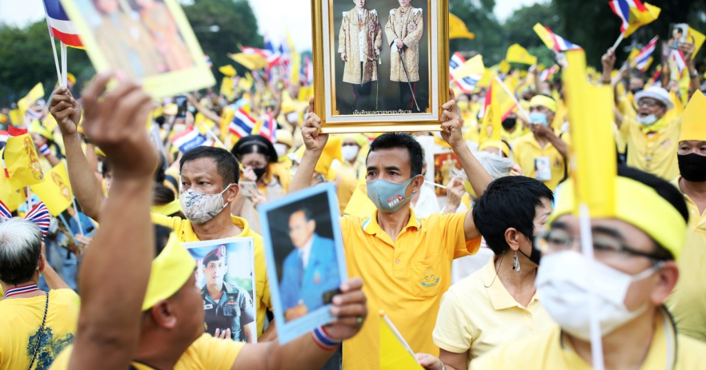 Thailand royalists show support for king