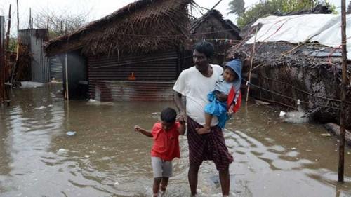 Indian coast braces for Cyclone Lehar