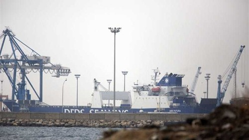 Ships set off to transport Syrian chemicals