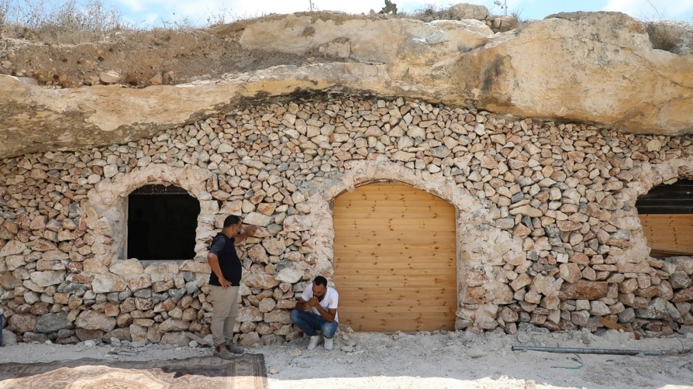 In Pictures: Family in cave home faces Israeli eviction
