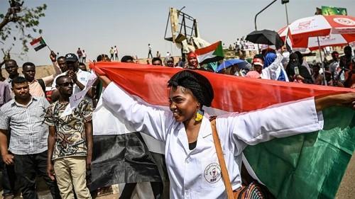 Sudan demonstrators keep up pressure week after al-Bashir removed