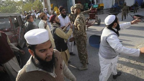 Curfew renewed after clashes in Pakistan