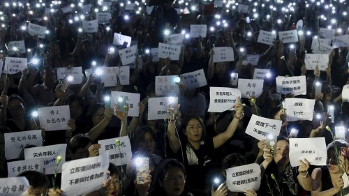 Hong Kong leader delays extradition bill, protesters want more