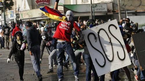 Venezuelan soldiers storm protester base