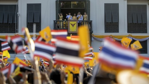 Boot camp-style courses in Thailand aim to instil loyalty to king