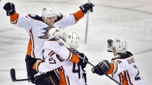 Ducks edge out Winnipeg to take 3-0 playoff lead