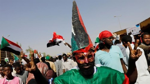 Huge rallies in Sudan as protesters vow to 'protect revolution'