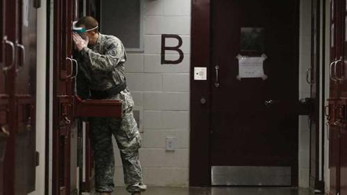 US to resume Guantanamo genital searches