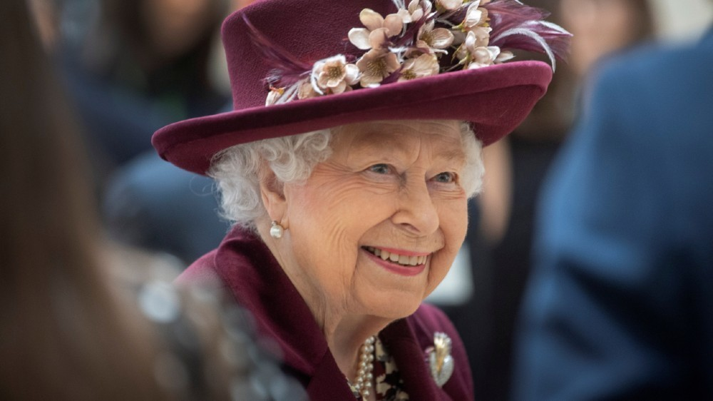 Queen Elizabeth to address public as Johnson remains in isolation