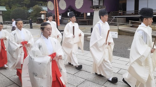 Yasukuni: caught in controversy as Japan struggles with history