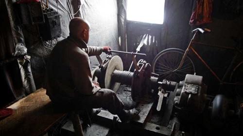 Illegal coal mines a 'lifeline' in Ukraine