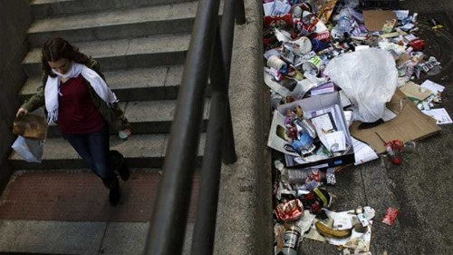 Emergency workers to clean Madrid streets
