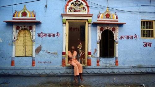 Hindus drop below 80 percent of India's population