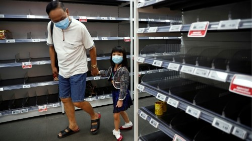 Singapore cuts growth outlook as virus increases recession risk
