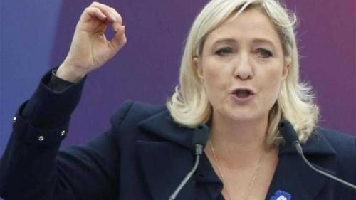 Hollande calls for EU to reduce its role