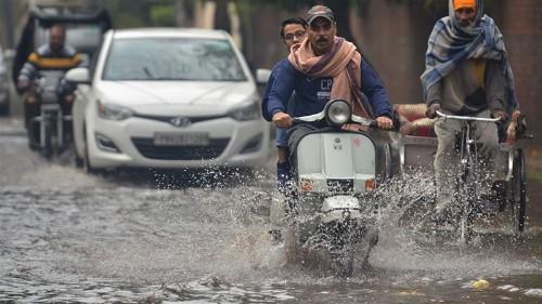 Deadly winter storm lashes Pakistan
